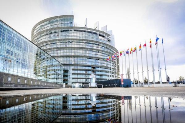 """Студентите по програма """"Еразъм+"""" по време на COVID-19: евродепутатите призовават за повече подкрепа и яснота"""