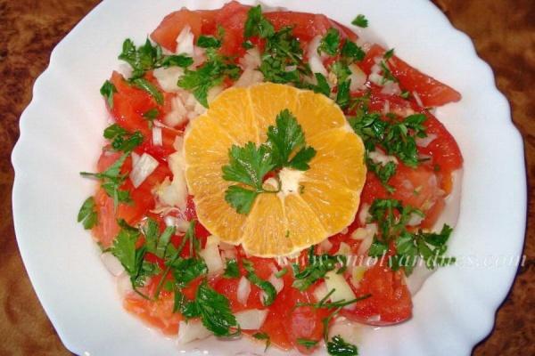 Салата от белени домати с портокалов сок