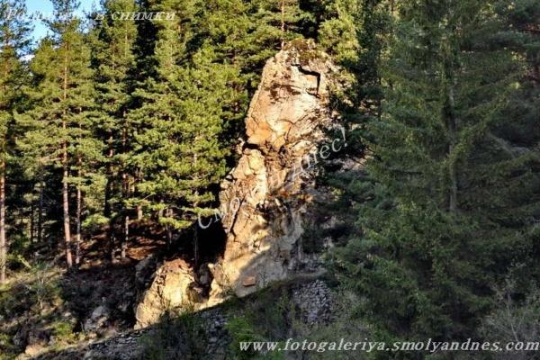 Скално образувание Главата - село Широка лъка