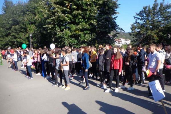 """Два нови випуска се вляха в голямото и щастливото """"семейство""""на Райковската гимназия"""